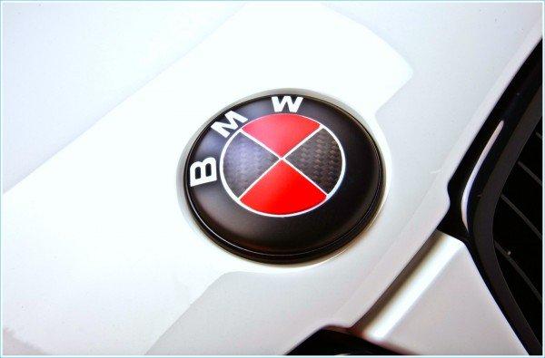 La couleur de l'emblème BMW