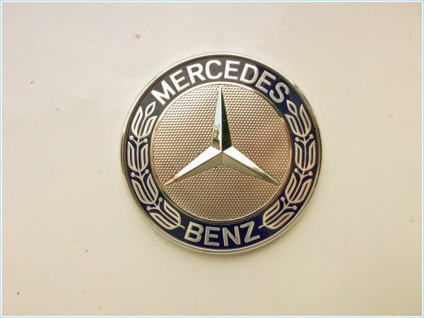 Le logo de Mercedes-Benz