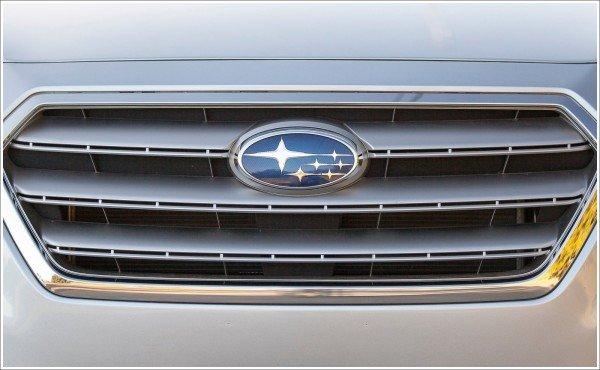 La couleur du logo Subaru