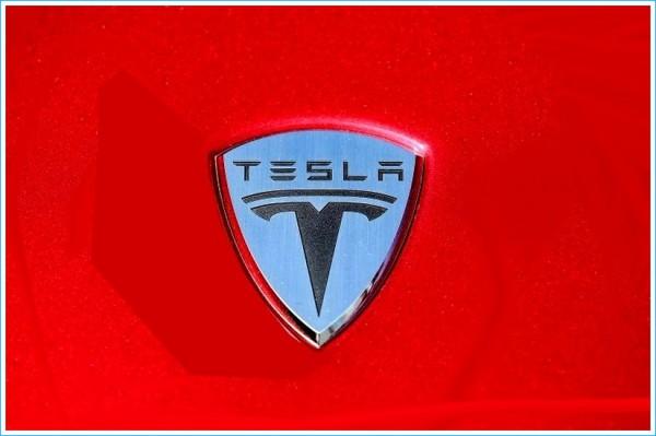 La forme voiture Tesla