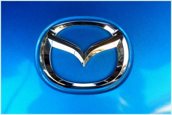 Les couleurs du logo Mazda
