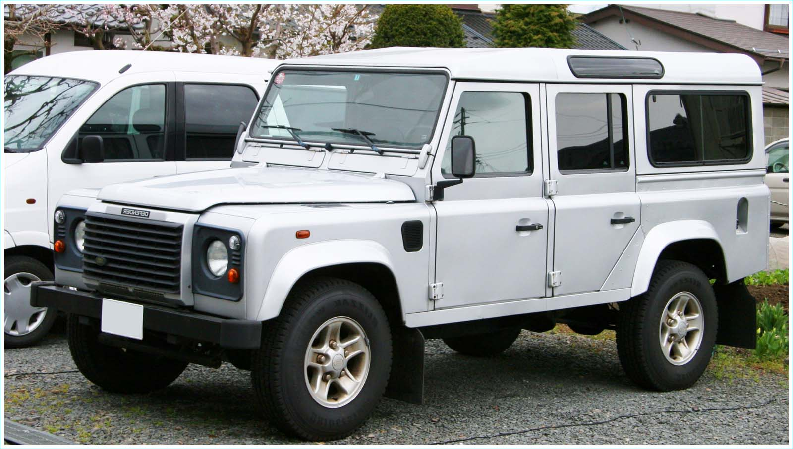 land rover defender 130 pick up photos reviews news specs buy car sexy girl and car photos. Black Bedroom Furniture Sets. Home Design Ideas