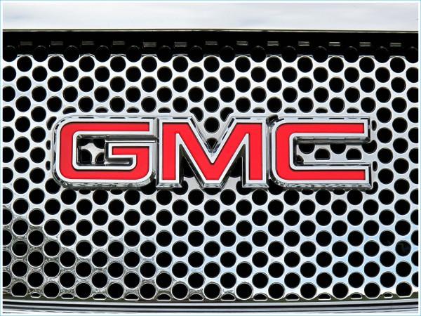 Le logo GMC