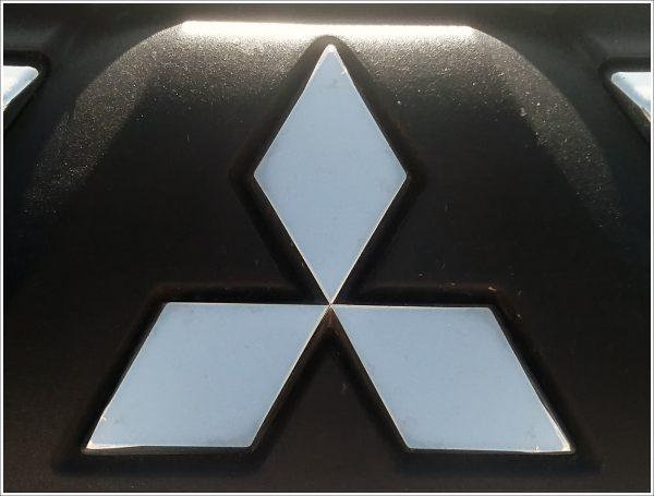 Les emblèmes des voitures Mitsubishi